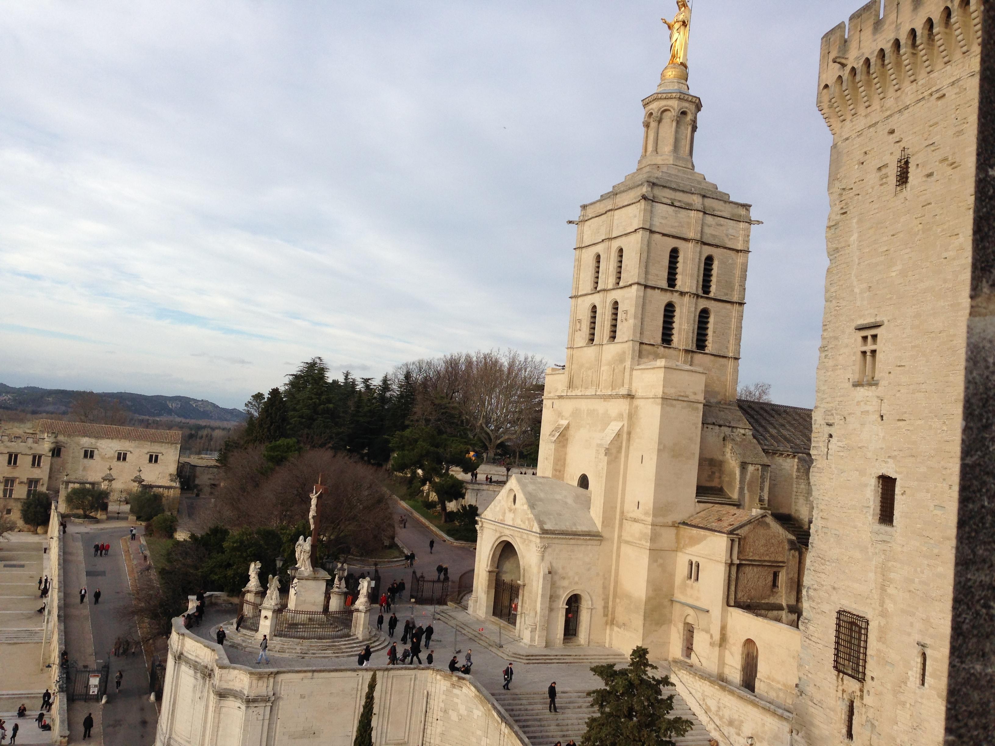 世界遺産!フランスの古都アヴィニヨン教皇庁宮殿