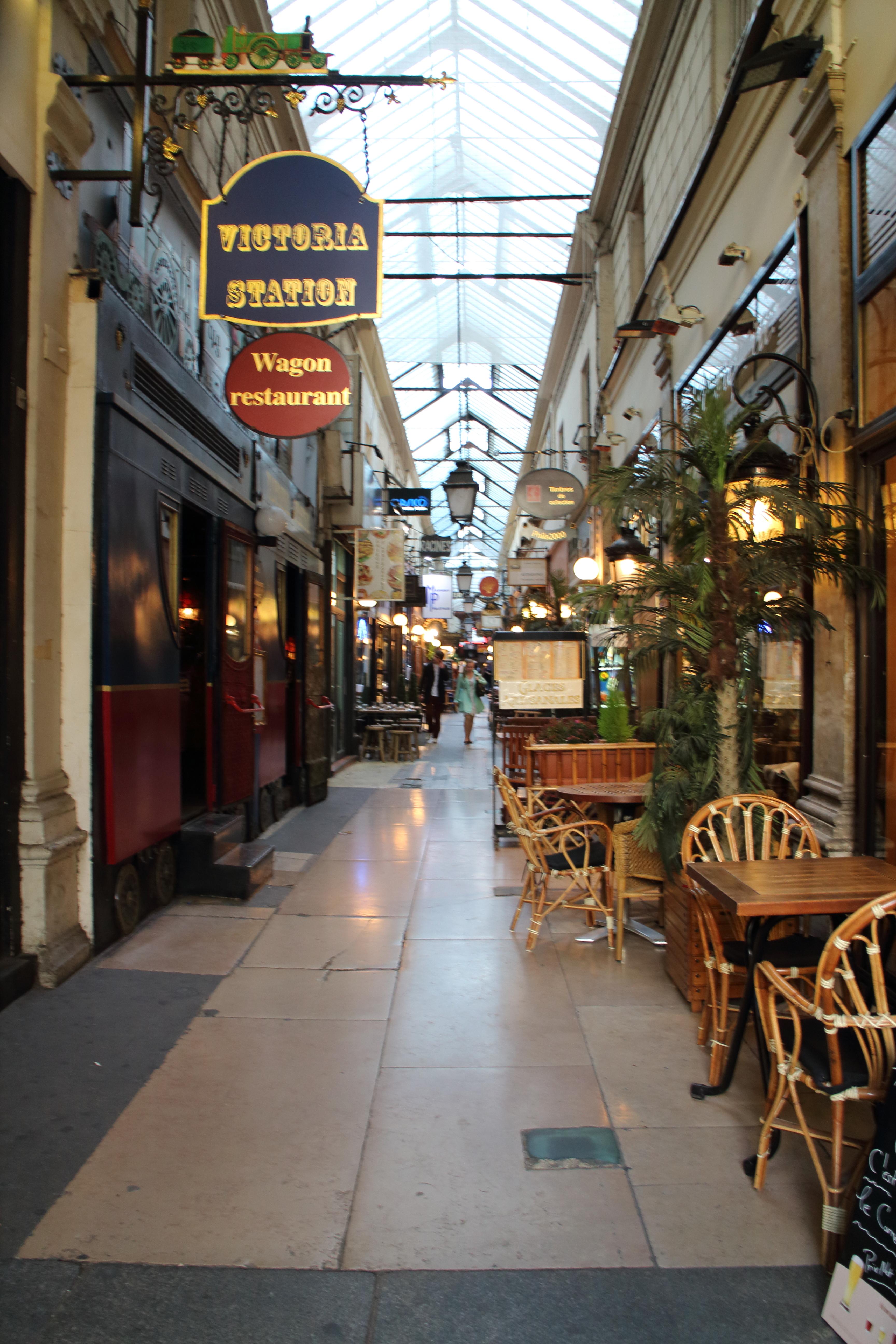 【パリ】また道に迷った挙句、パッサージュを発見