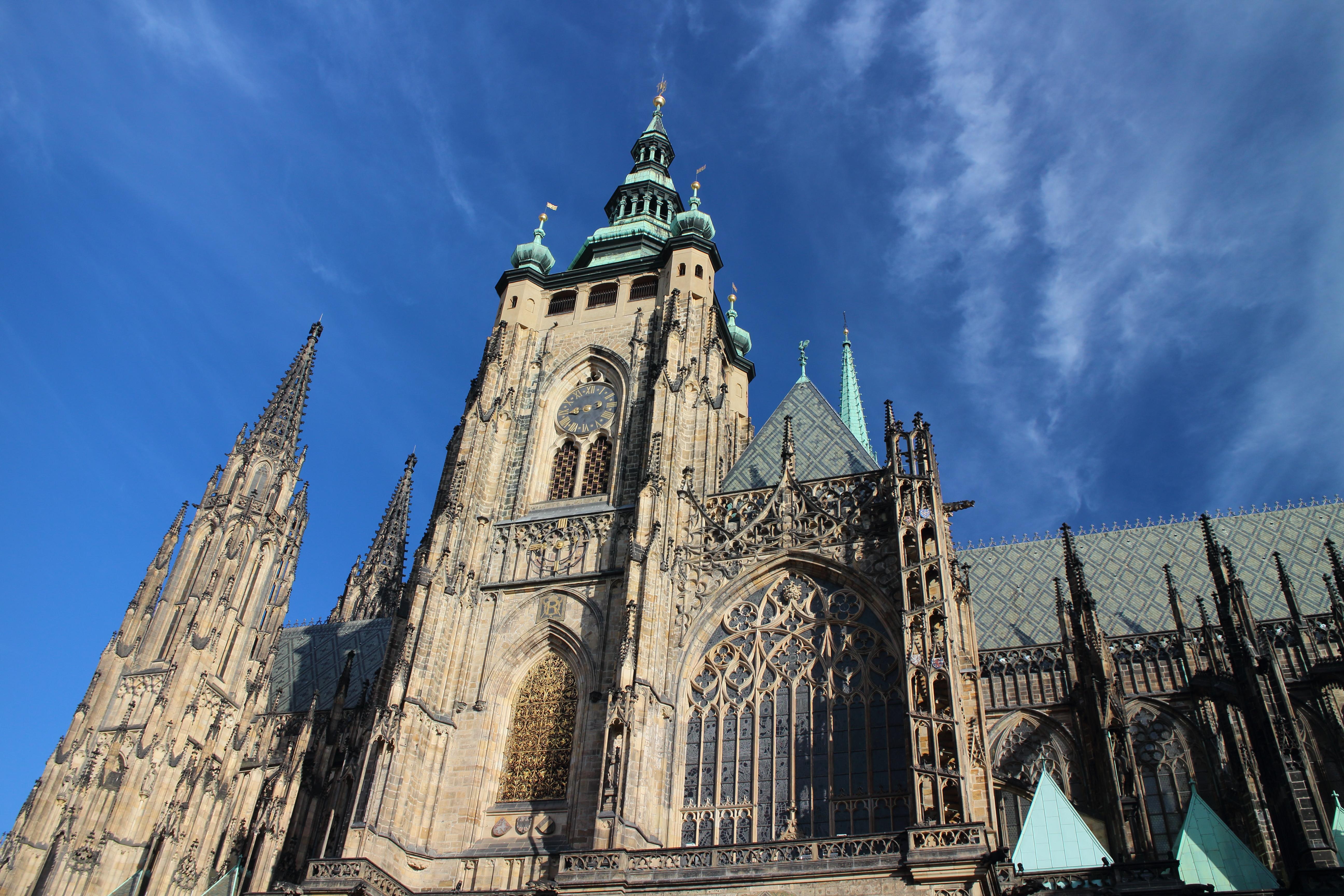 【チェコ・プラハ】聖ヴィート大聖堂は朝イチでも長蛇の列!